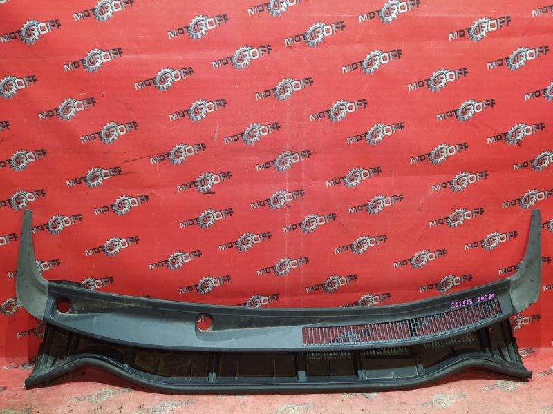 Решетка под лобовое стекло Toyota Wish ZGE20W 2ZR-FAE 2009 (б/у)