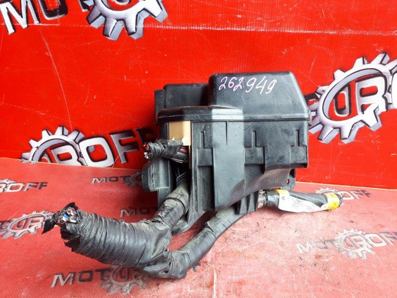 Блок реле и предохранителей Toyota Noah AZR60G 1AZ-FSE 2001 (б/у)