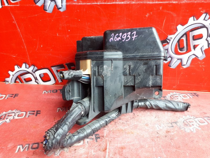 Блок реле и предохранителей Toyota Voxy AZR60G 1AZ-FSE 2001 (б/у)