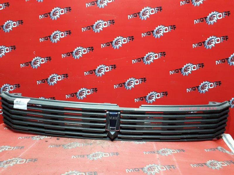 Решетка радиатора Toyota Voxy AZR60G 1AZ-FSE 2001 (б/у)