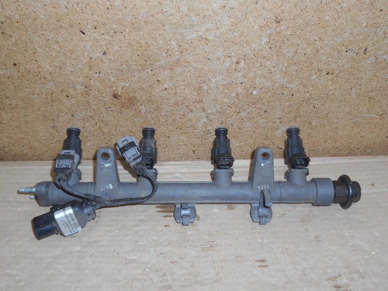 Форсунка топливная - рампа в сборе Hyundai Elantra (2000-2006) Тагаз До 2008.