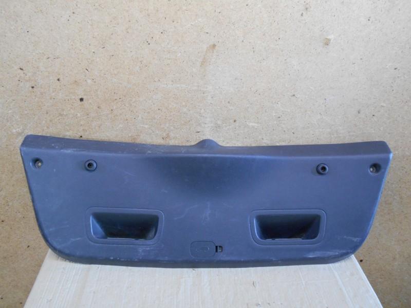 Обшивка двери багажника Hyundai Solaris (2010-2017)