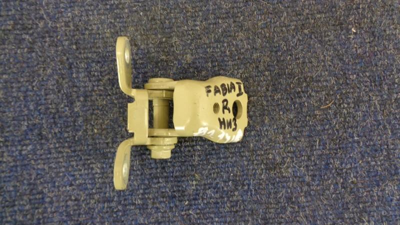 Петля двери Skoda Fabia (1999-2008) передняя правая нижняя