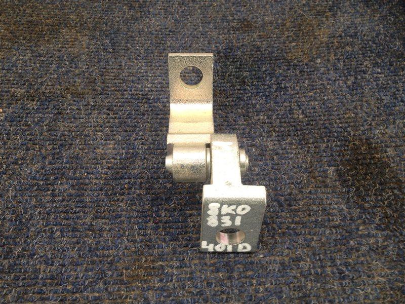 Петля двери Skoda Rapid (2012-2020) задняя левая верхняя
