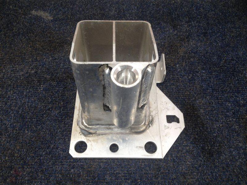Усилитель бампера - опорный кронштейн Citroen C4 2010-Н.в. передний правый