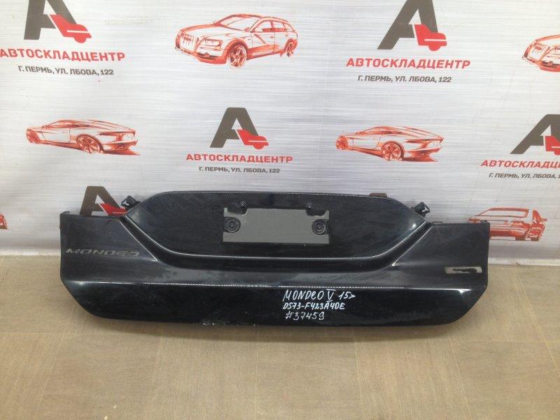 Накладка / молдинг крышки багажника Ford Mondeo 5 2014-2019