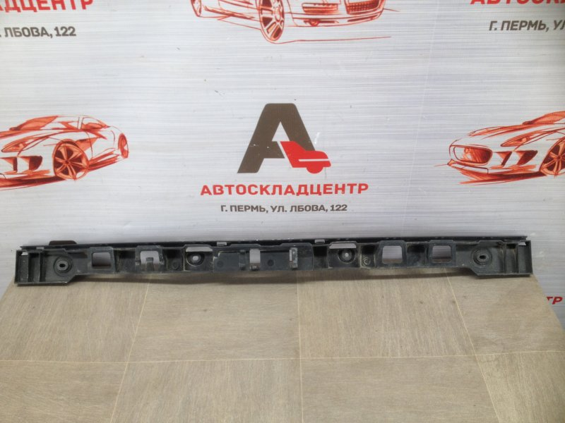 Кронштейн бампера заднего центральный Volkswagen Golf Plus (2005-2014)