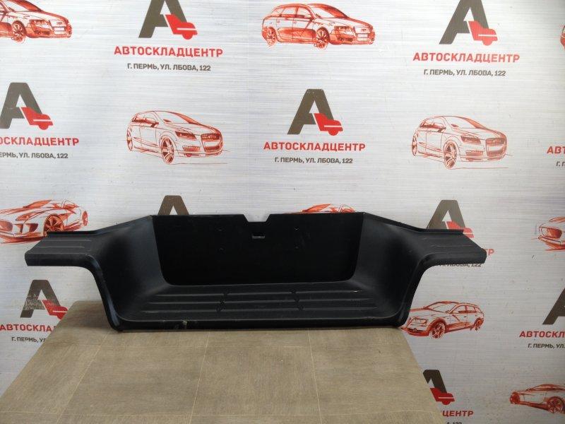 Подножка (накладка) бампера Toyota Hilux (2015-Н.в.) задняя