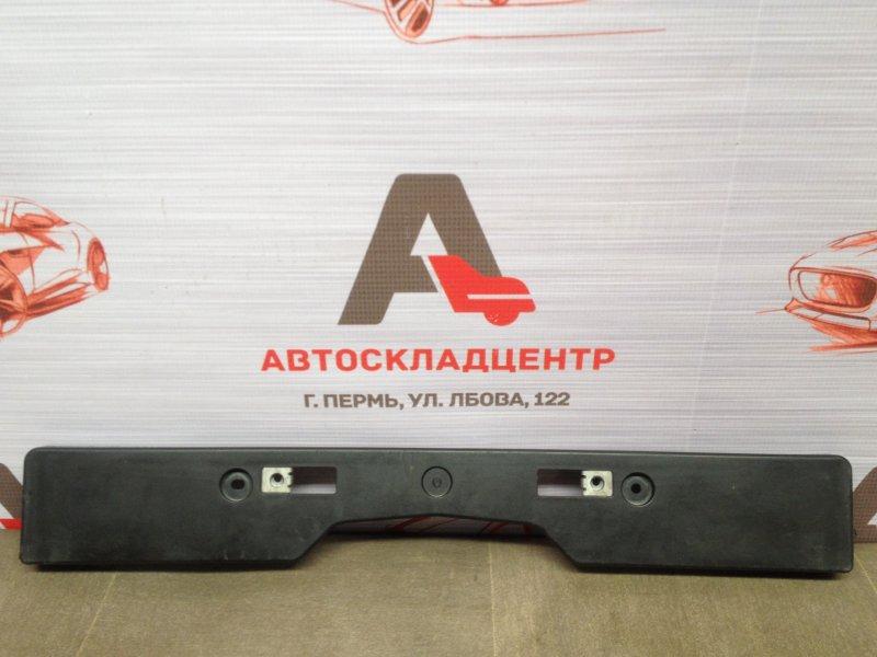 Планка (рамка) номерного знака Toyota Rav-4 (Xa40) 2012-2019 2015