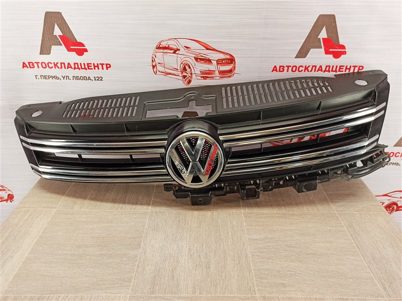 Решетка радиатора Volkswagen Tiguan (2007-2017) 2011