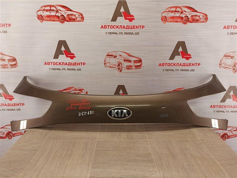 Накладка / молдинг двери багажника Kia Ceed (2012-2018)