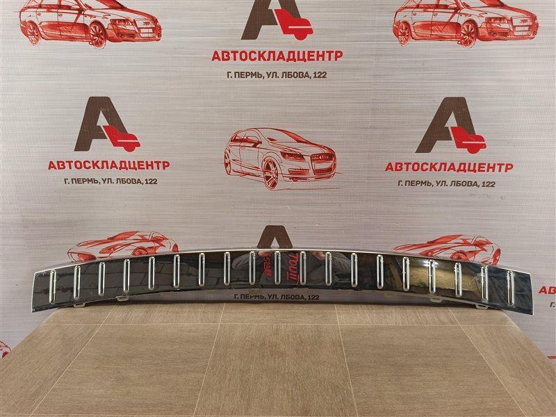 Накладка бампера заднего Volkswagen Touareg (2010 - 2018)
