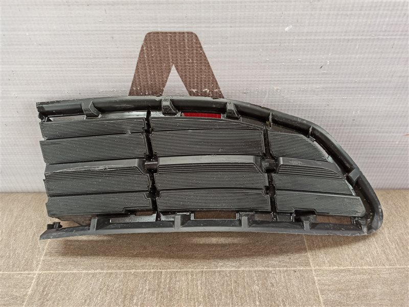 Решетка бампера переднего - заглушка Toyota Rav-4 (Xa40) 2012-2019 2012 левая