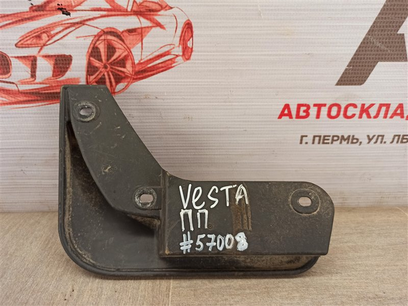 Брызговик передний правый Lada Vesta