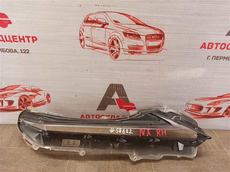 Фара - габаритный огонь Lexus Nx -Series 2014-Н.в. правая