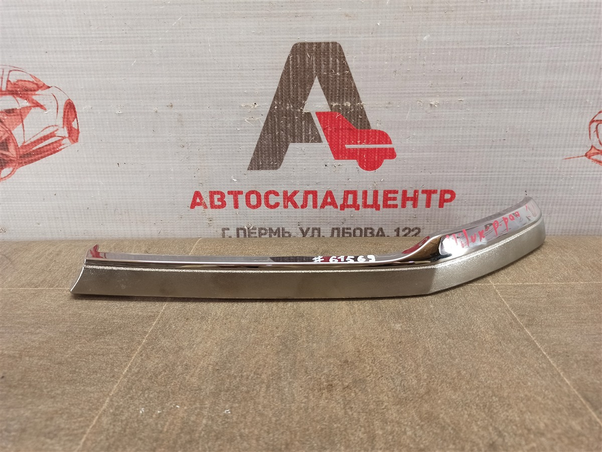 Решетка радиатора - молдинг Toyota Hilux (2015-Н.в.) левая