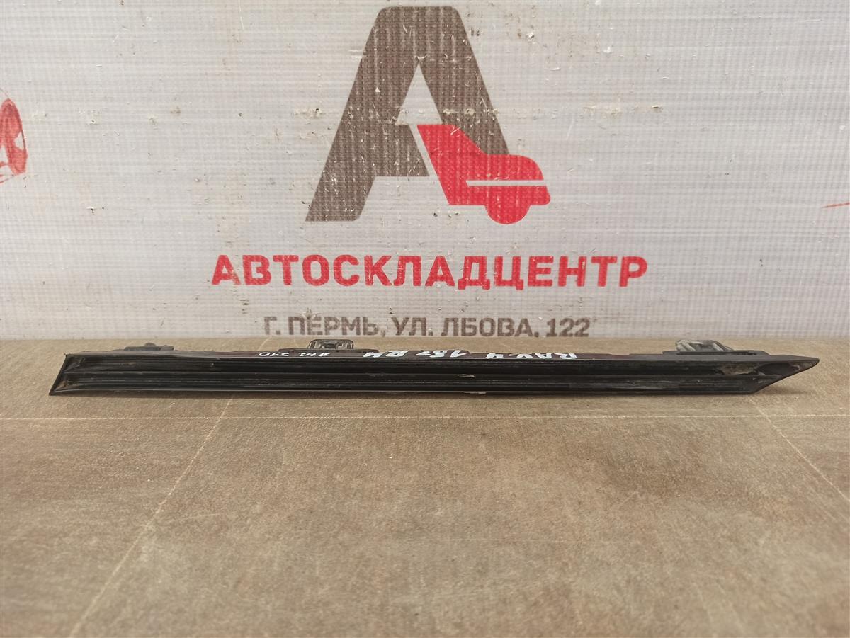 Решетка радиатора - молдинг Toyota Rav-4 (Xa50) 2018-Н.в. правая