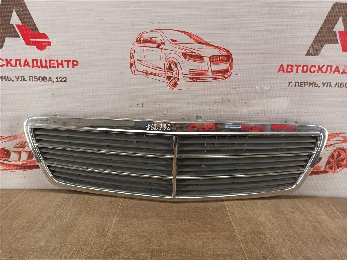 Решетка радиатора Mercedes C-Klasse (W203) 2000-2008