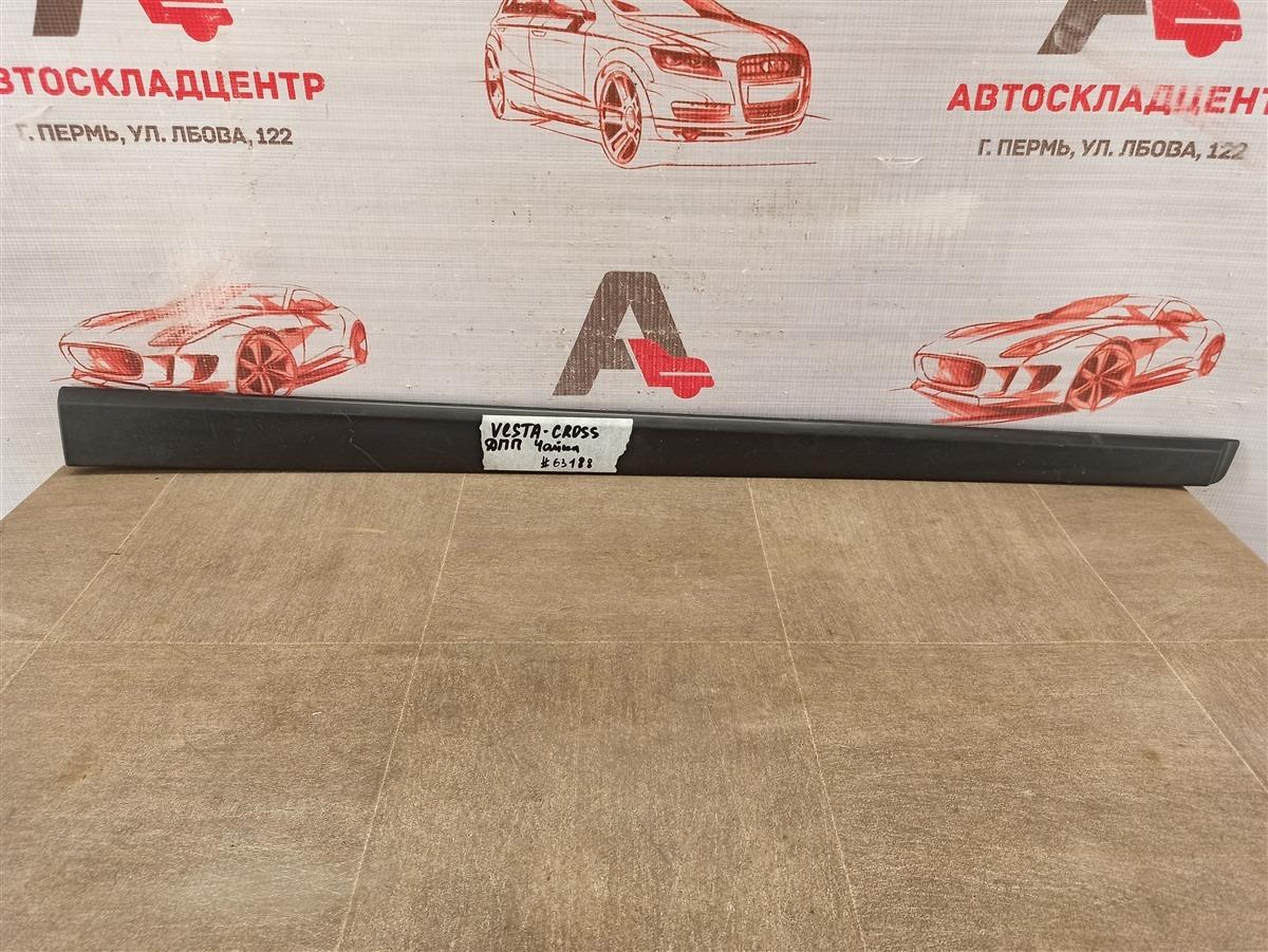 Молдинг двери передней правой Lada Vesta