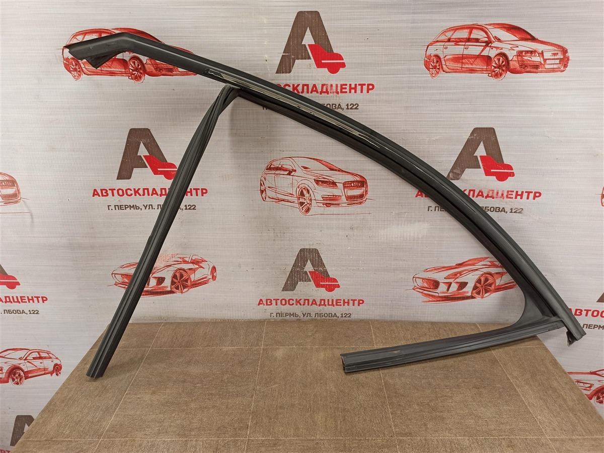 Уплотнитель стекла двери Lada X-Ray передний левый