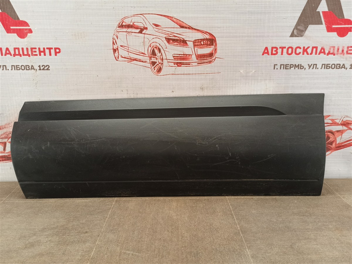 Накладка двери задней левой Volkswagen Touareg (2010 - 2018)