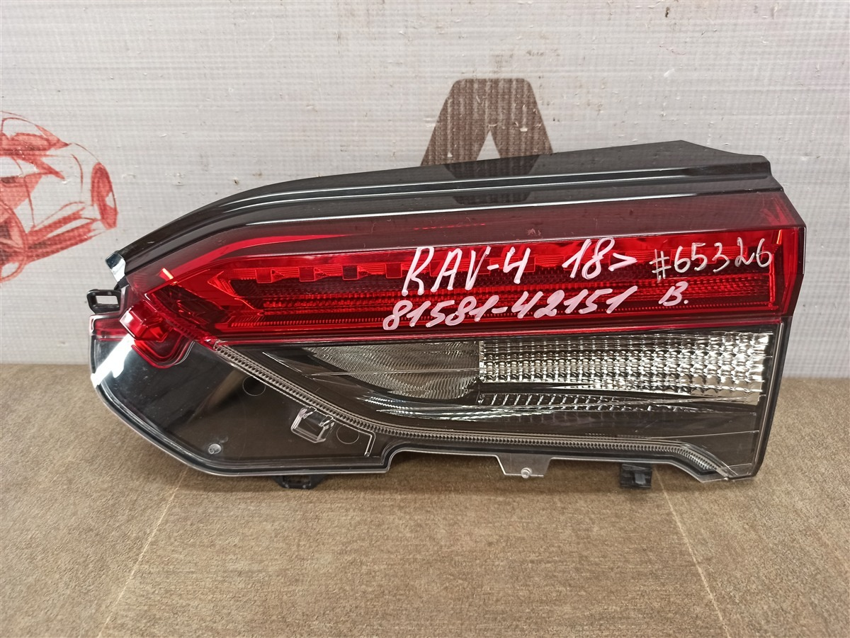 Фонарь правый - вставка в дверь / крышку багажника Toyota Rav-4 (Xa50) 2018-Н.в.