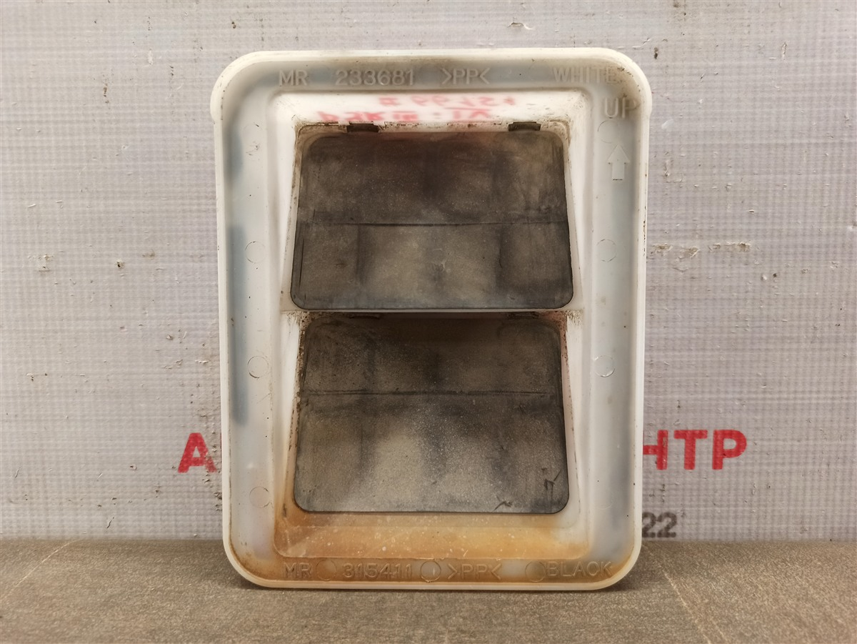 Клапан вытяжной вентиляции салона Mitsubishi Pajero (1999-2006)
