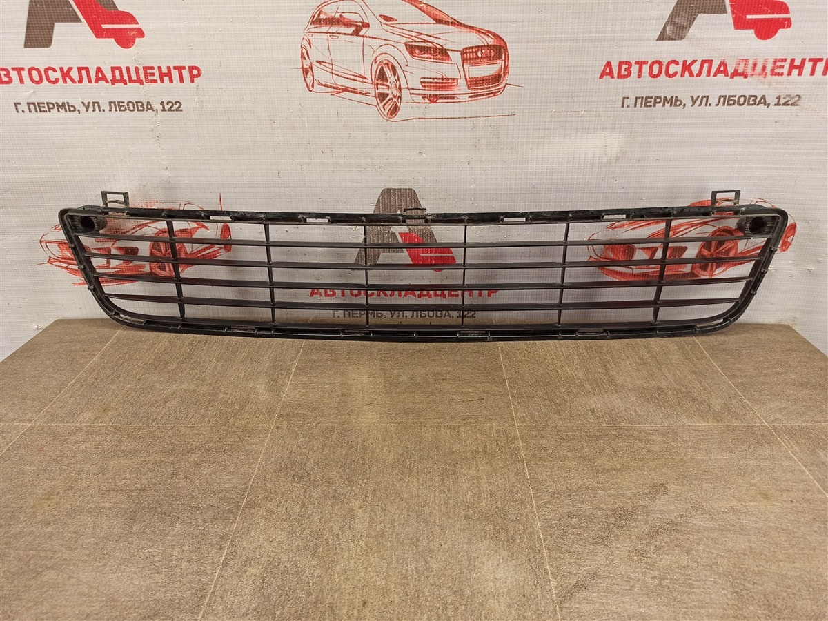 Решетка бампера переднего Toyota Hilux (2011-2015)