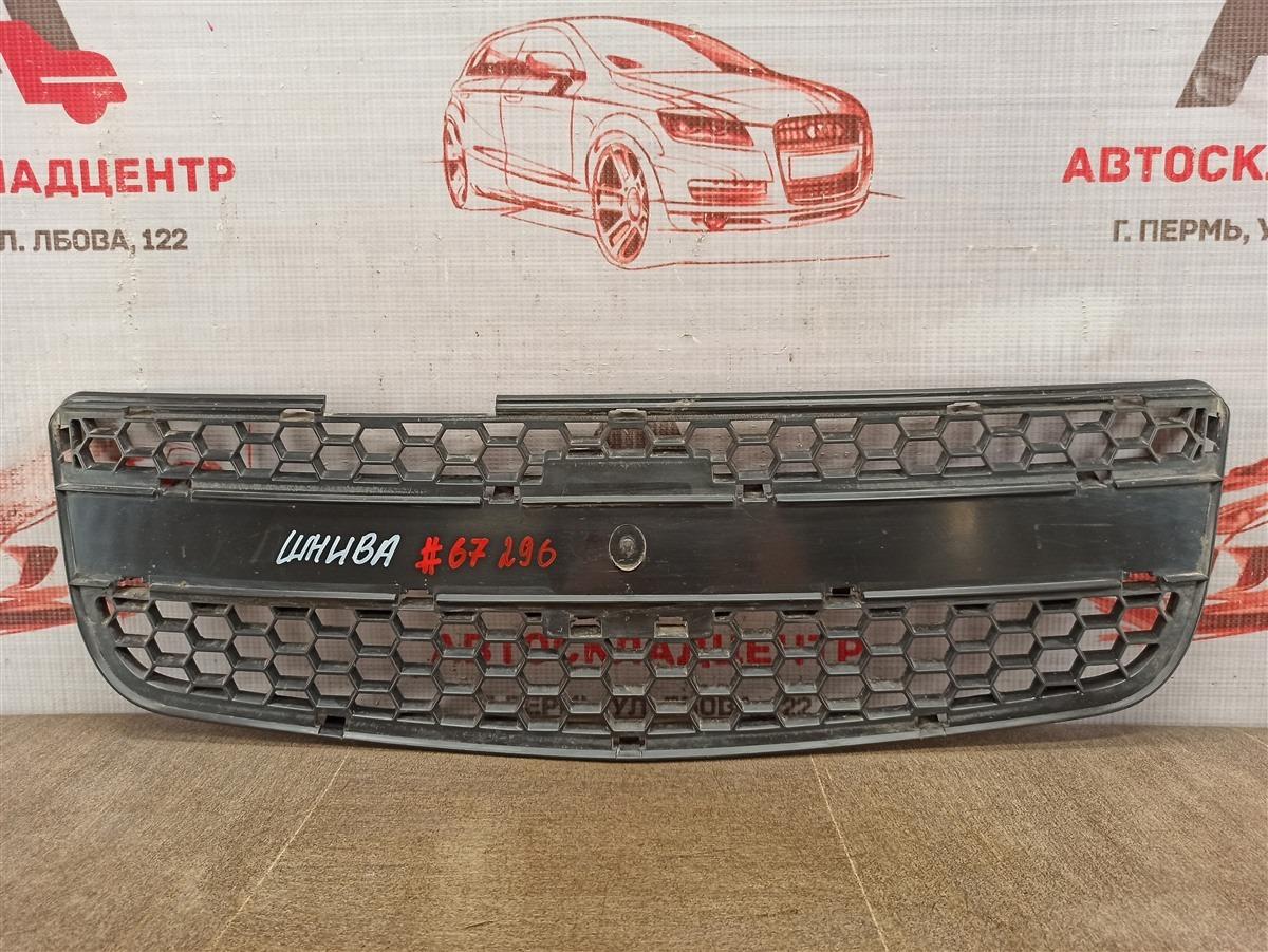 Решетка радиатора Chevrolet Niva 2009