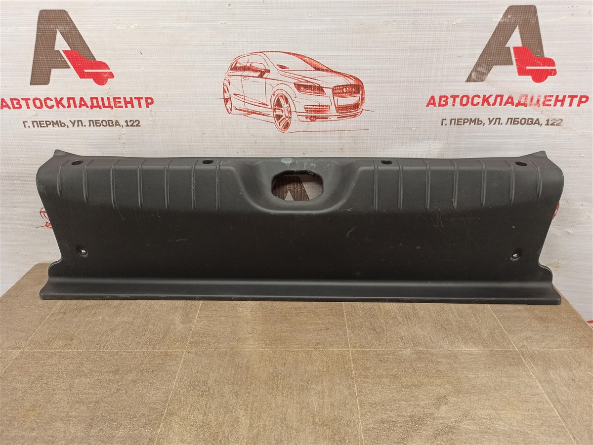 Обшивка багажника - панель задка Lada Vesta