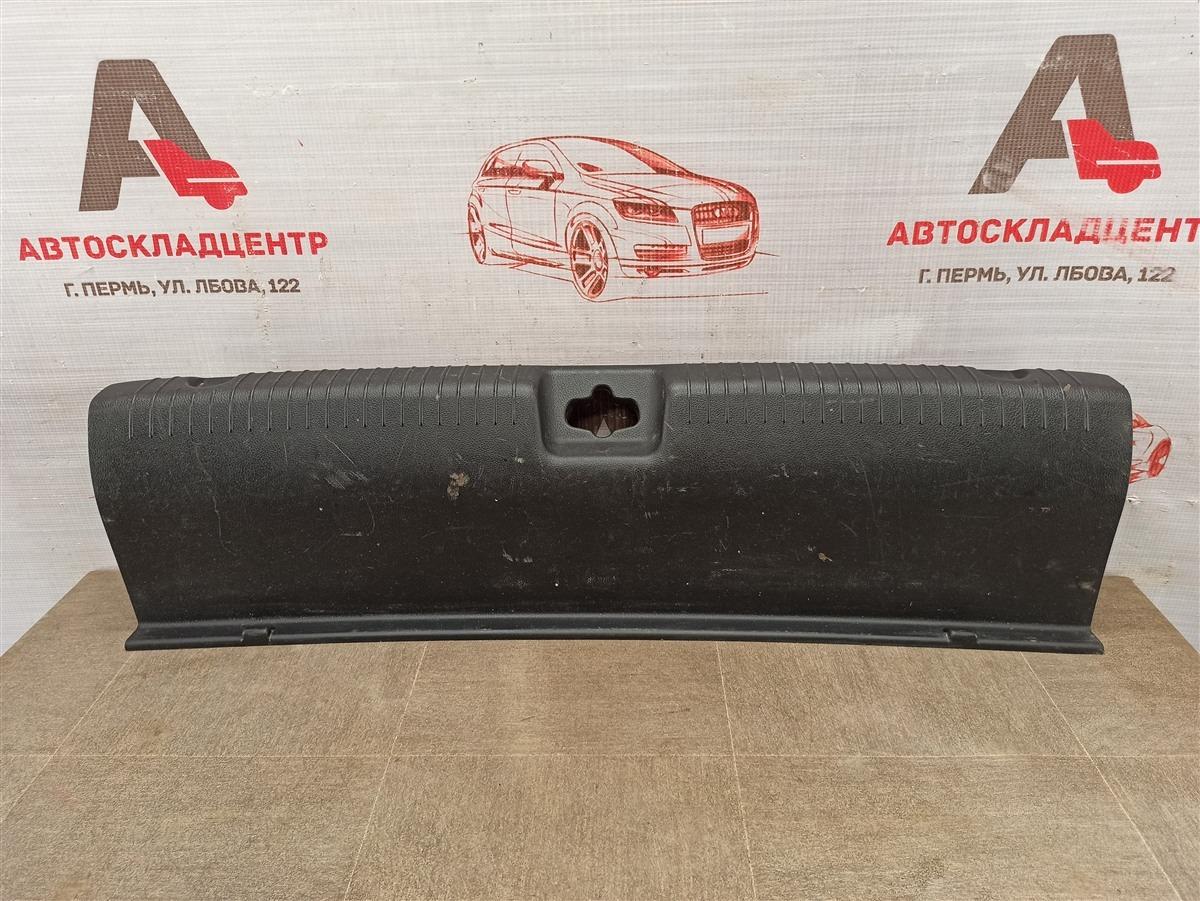 Обшивка багажника - панель задка Kia Rio (2011-2017)