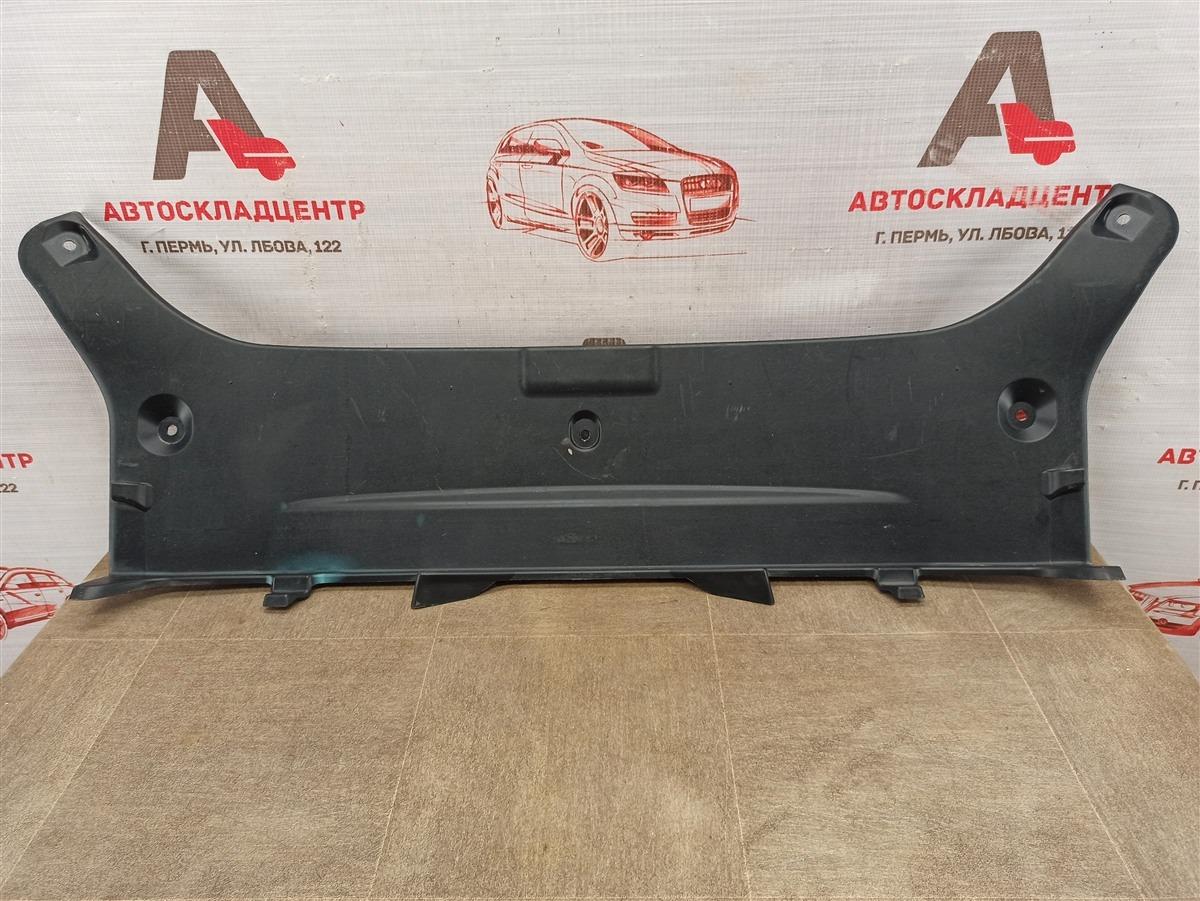Обшивка багажника - панель задка Toyota Camry (Xv50) 2011-2017
