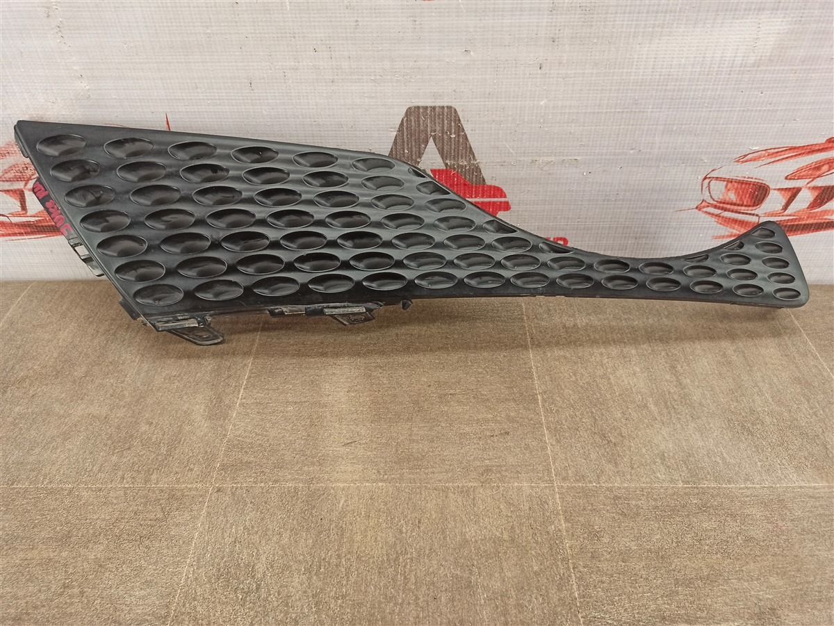 Решетка радиатора Nissan Juke (2011-2020) 2011 правая