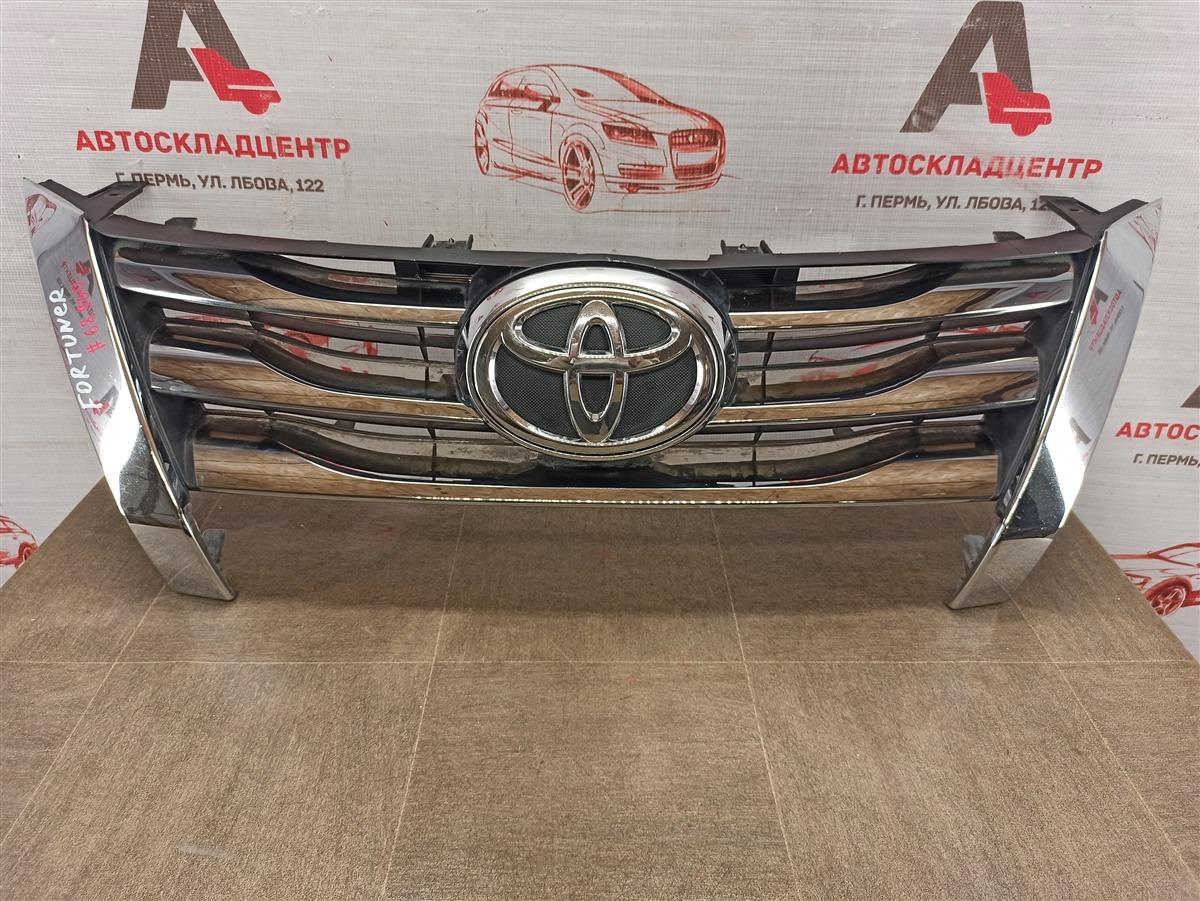 Решетка радиатора Toyota Fortuner (An160) 2015-Н.в.