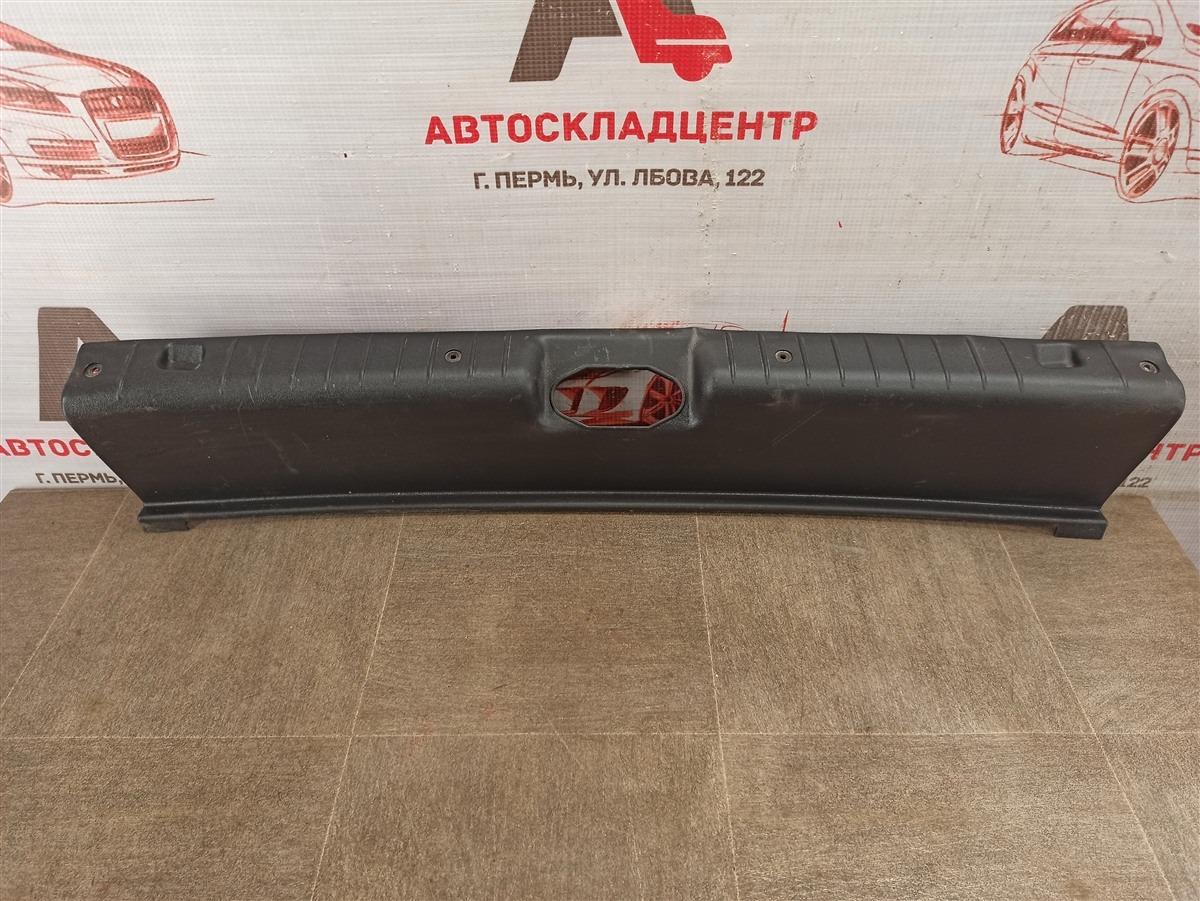 Обшивка багажника - панель задка Lada Kalina 2004