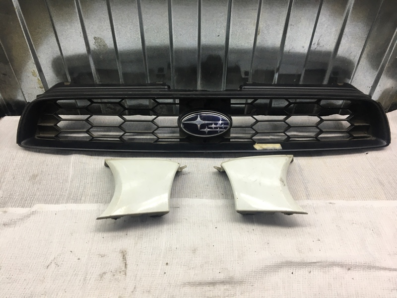 Решетка радиатора Subaru Impreza Wrx GGA EJ205 2000 передняя