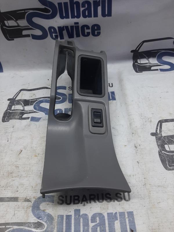 Консоль подлокотника Subaru Forester SF5 EJ205 2001