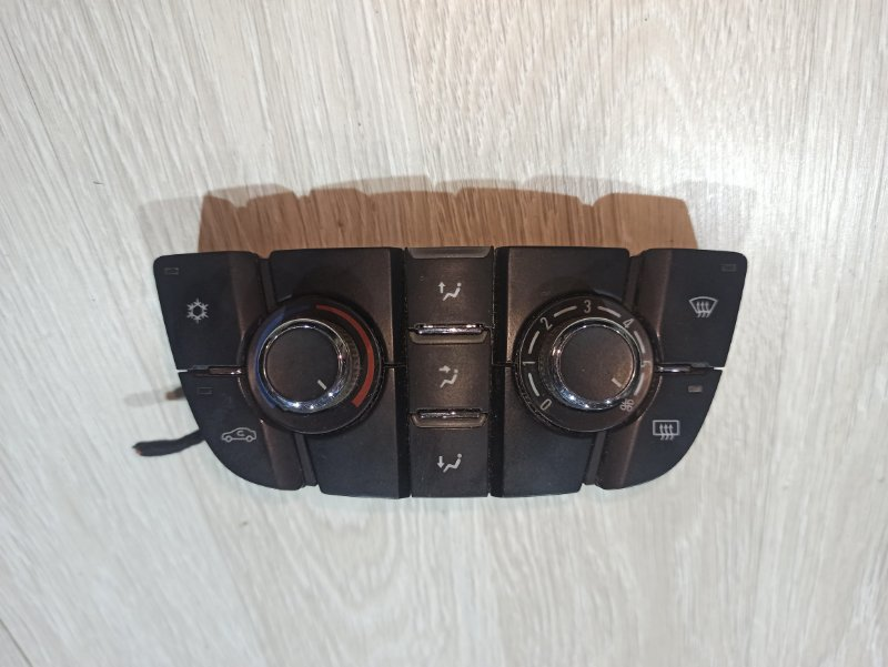 Блок управления климат-контролем Opel Astra J ХЭТЧБЕК 5Д A14XER 2011 (б/у)