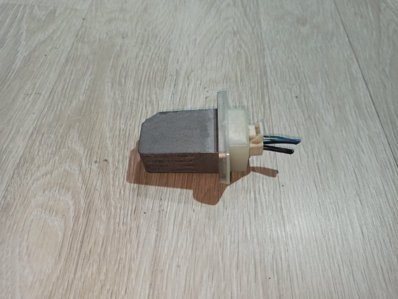 Реостат печки (резистор) Nissan Primera P12 УНИВЕРСАЛ QG18DE 2004 (б/у)