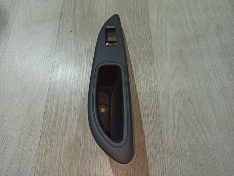 Ручка двери внутренняя Nissan Primera P12 УНИВЕРСАЛ QG18DE 2004 задняя правая (б/у)