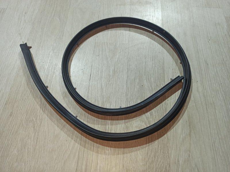 Уплотнительная резинка Nissan Qashqai J10 HR16DE 2013 задняя левая (б/у)