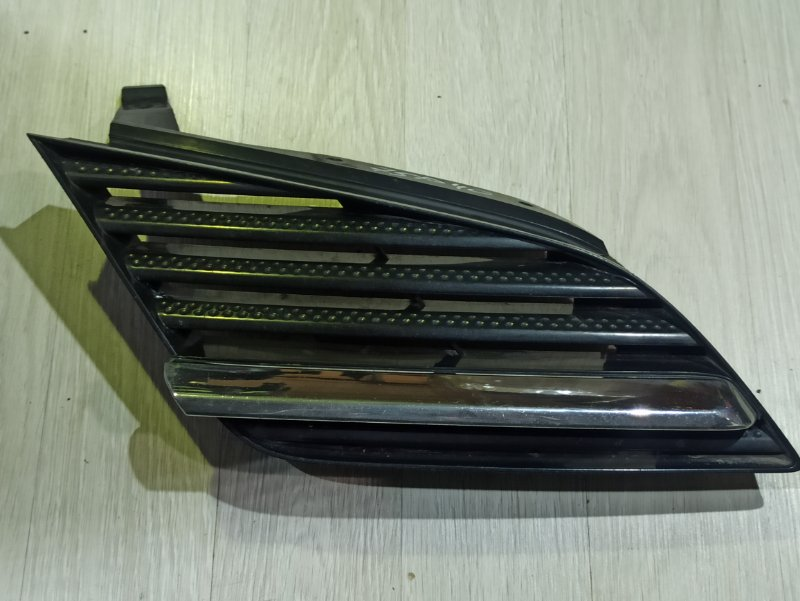 Решетка радиатора Nissan Primera P12 ЛИФТБЕК QG18DE 2005 правая (б/у)