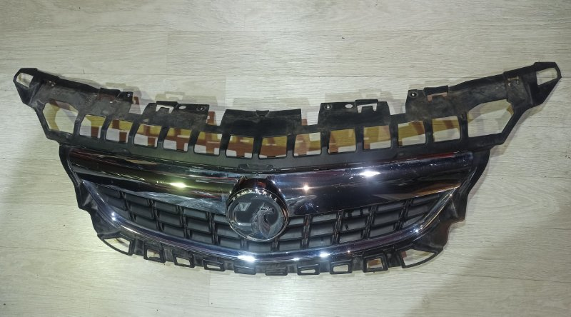 Решетка радиатора Opel Astra J ХЭТЧБЕК 5Д A14XER 2011 (б/у)