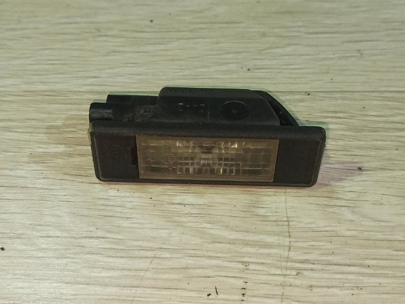 Фонарь подсветки номера Nissan Primera P12 СЕДАН QR20DE задний (б/у)