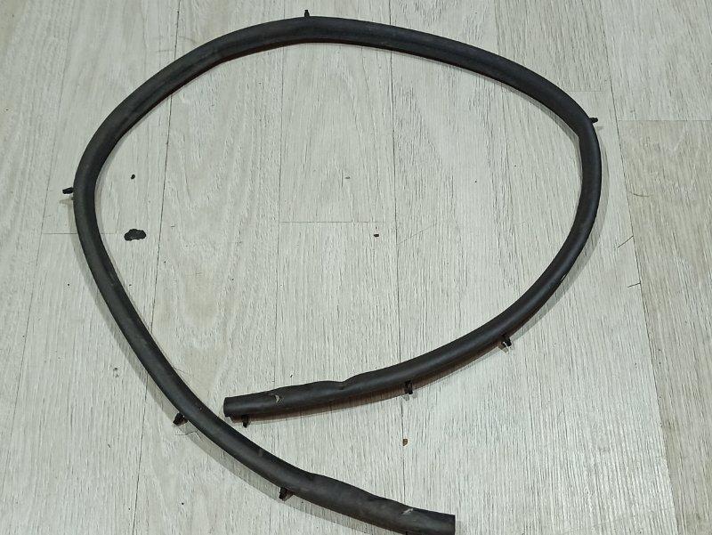 Уплотнительная резинка Nissan Primera P12 ЛИФТБЕК QG18DE передняя (б/у)