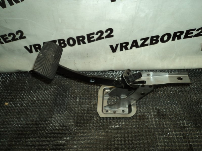 Педаль тормоза Nissan Bluebird Sylphy TG10-004701 QR20DD 2001
