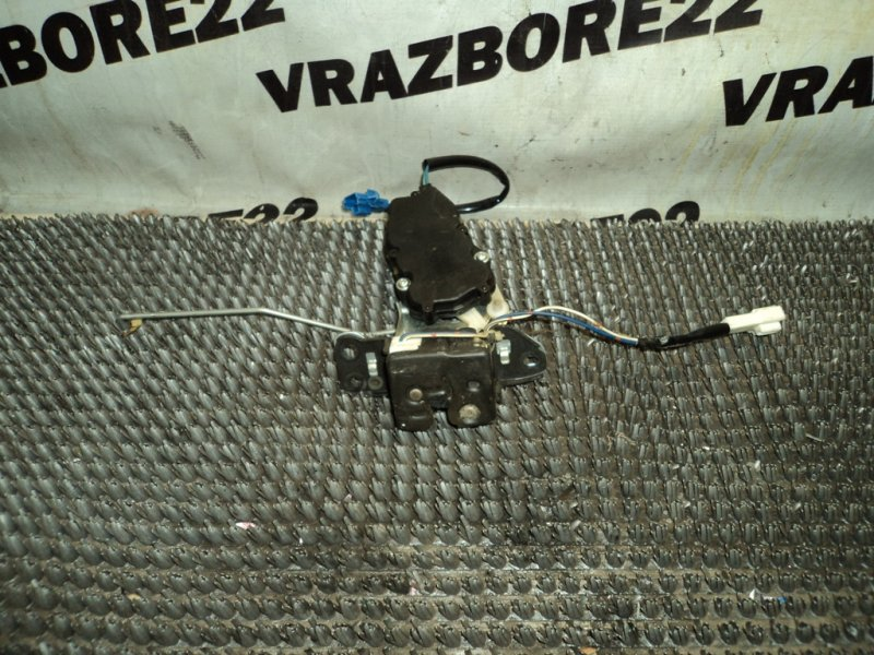 Замок стекла багажника Toyota Vista Ardeo SV50-0051825 3S-FSE 2000