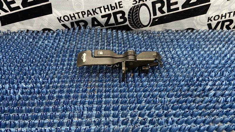 Ручка открывания багажника Nissan Bluebird Sylphy QNG10-106120 QG18DE 2003