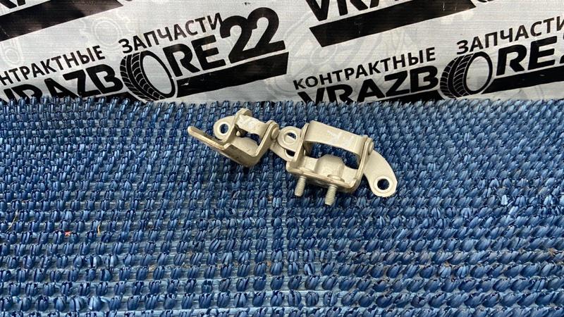 Петли двери Toyota Corolla NZE121-3009477 1NZ-FE 2000 задние правые