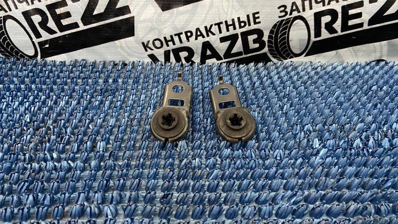 Крепление радиатора Toyota Corolla NZE121-3009477 1NZ-FE 2000